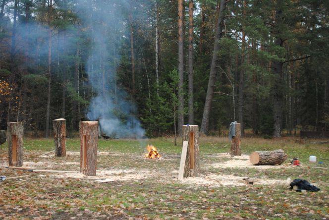 Miejsca do pracy przygotowalismy wokól ogniska. Fot. P. Pilasiewicz